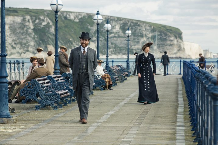 Matthew Macfadyen as Henry Wilcox & Hayley Atwell as Margaret Schlegel in Howards End