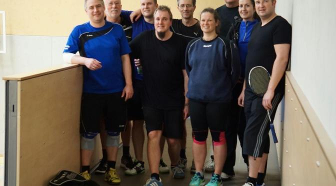 Badmintonfreunde halten Stimmung bei Turnier hoch