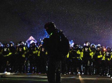 policías en Mineápolis