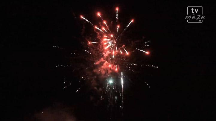 Le feu d'artifice du défilé d'ouverture de la fête de Mèze 2014