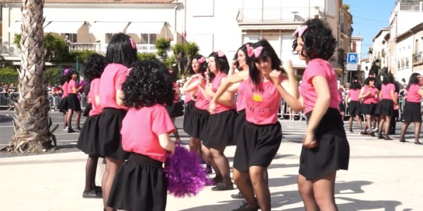 40 ème corso de la ville de Mèze – Le groupe «Dancing Queen»