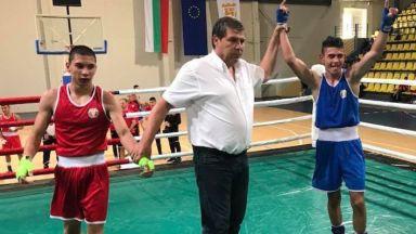 Двама русенски боксьори