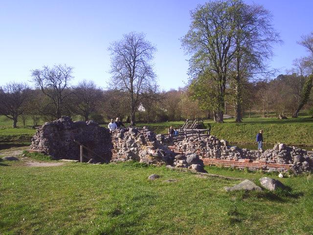 Asserbo Castle ruin. Tisvilde Hegn. 18.04.2009