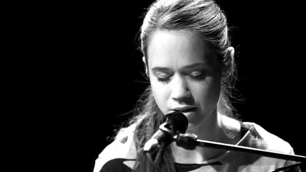 Lilly Among Clouds am Flügel bei TV Noir im April 2017