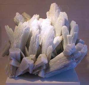 Ангидрит-Описание-и-свойства-минерала-5