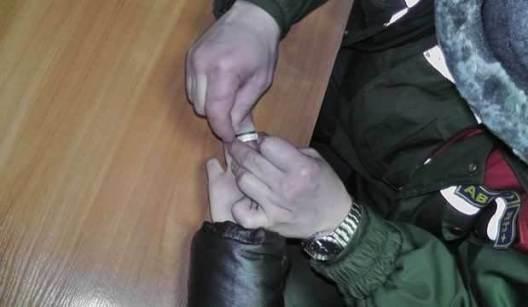 Как-снять-застрявшее-кольцо-с-пальца-Полезные-советы-и-рекомендации-2