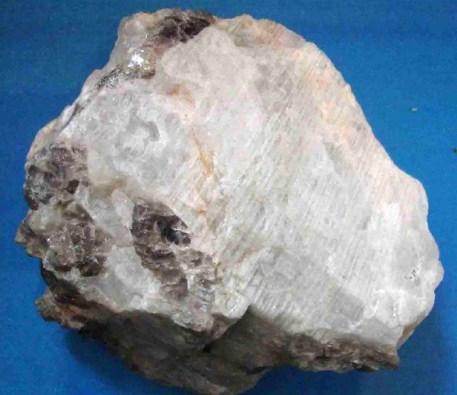 Альбит-История-происхождение-и-свойства-камня-2