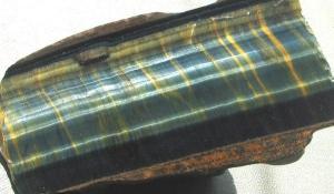 Эпидот-История-происхождение-и-свойства-камня-1