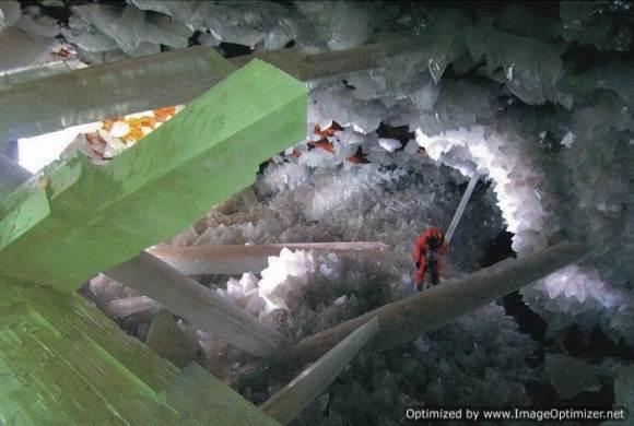 Гигантские-кристаллы-найденные-в-пещере-Naica-в-Мексике-2