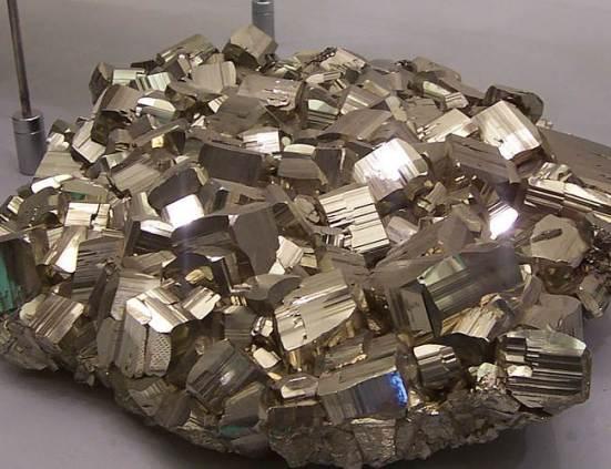 Пирит-Происхождение-история-и-свойства-минерала-1