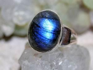 Лабрадор-камень-цвета-павлиньего-хвоста-6