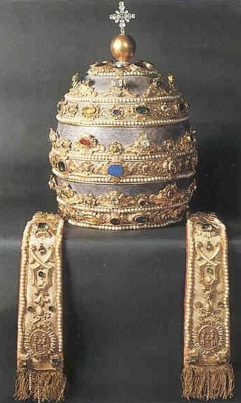 Корона-папы-римского-2