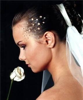 Причёски-со-стразами-5