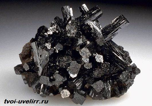 Манганит-камень-Свойства-добыча-и-применение-манганита-1