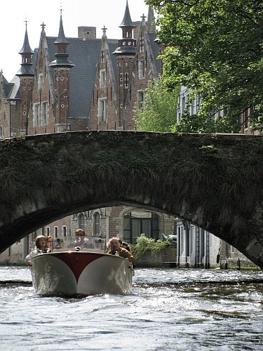 Cruising the canals of Bruges