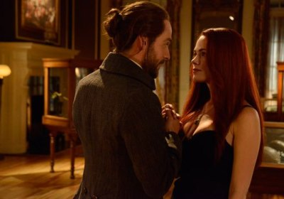 """Ichabod and Katrina hold hands during date night on the Sleepy Hollow episode """"Pittura Infamante."""""""