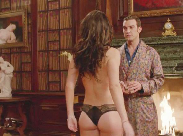 The Queen gets naked in The Royals