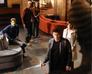 Angel, Cordelia,  Lorne, Gunn and Fred on Angel