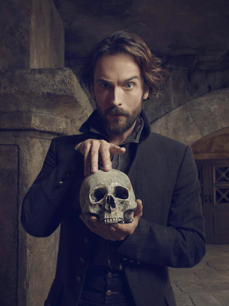 Tim Mison as Ichabod Crane poses with skull for Sleepy Hollow S3 promo