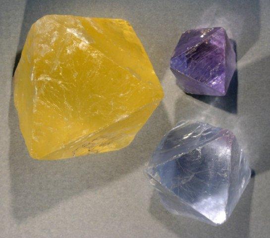 Fluorite-octahedron Wiki Commons