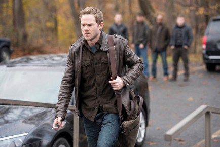"THE FOLLOWING: Agent Weston (Shawn Ashmore) takes a break from work in the ""Welcome Home"" episode of THE FOLLOWING airing Monday, March 11 (9:00-10:00 PM ET/PT) on FOX. ©2013 Fox Broadcasting Co. CR: David Giesbrecht/FOX"