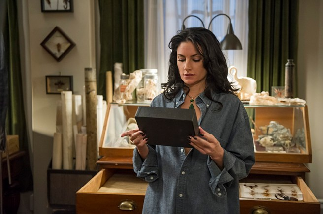 Mädchen Amick stars in an all-new episode of Witches of East End, airing Sunday, October 27, at 10pm ET/PT on Lifetime. Photo by Diyah Pera