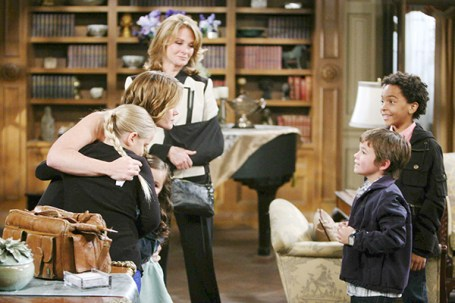 Sami bids an emotional farewell to her family as she and the kids leave Salem.