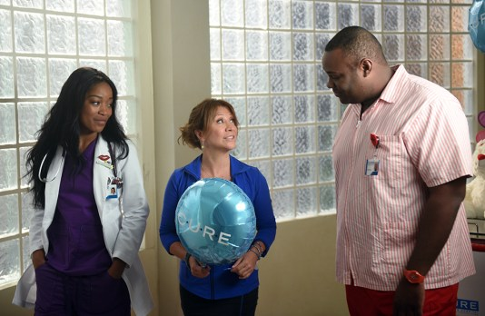 "SCREAM QUEENS: L-R: Keke Palmer, guest star Cheri Oteri and James Earl in the all-new ""Handidates"" episode of SCREAM QUEENS airing Tuesday, Oct. 11 (9:01-10:00 PM ET/PT) on FOX. Cr: Michael Becker / FOX. © 2016 FOX Broadcasting Co."