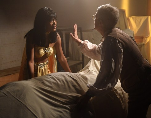 """Scream Queens: L-R: Keke Palmer and Jamie Lee Curtis in the all-new """"Chanel Pour Homme-Icide"""" episode of SCREAM QUEENS airing Tuesday, Nov. 1 (9:00-10:00 PM ET/PT) on FOX. Cr: Michael Becker / FOX. © 2016 FOX Broadcasting Co."""