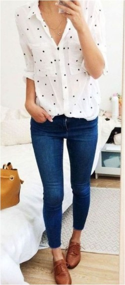 6 polkadot shirt wirh jeans casual office outfit source readytomeal.com