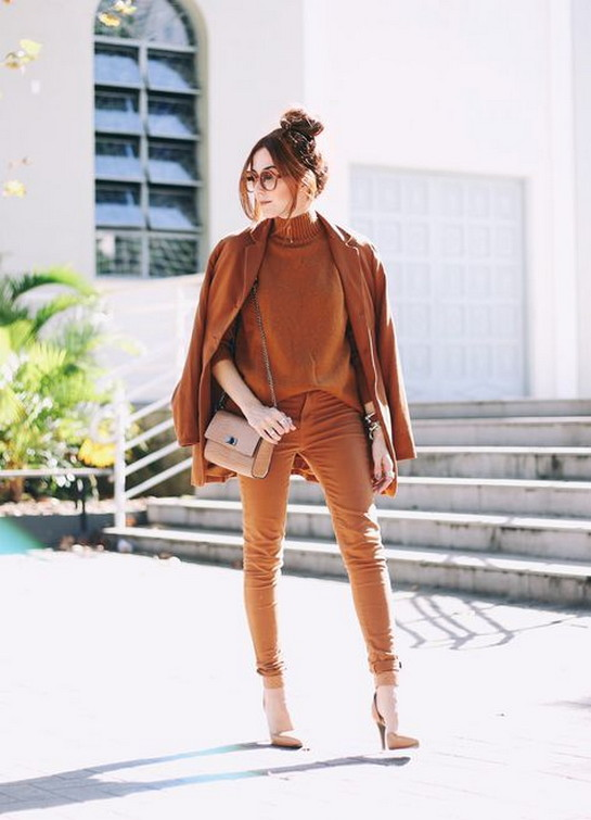 Great inspiration for an autumn monochromatic outfit