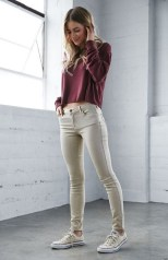 Sweater soft brown skinny jeans