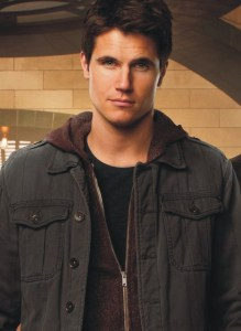robbie-amell-01