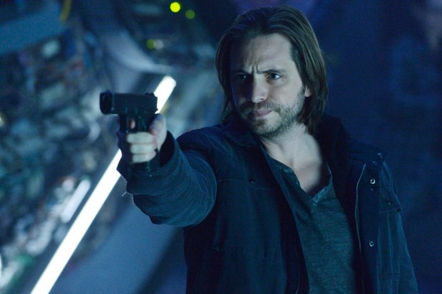"12 MONKEYS -- ""Arms of Mine"" Episode 113 -- Pictured: Aaron Stanford as James Cole -- (Photo by: Ben Mark Holzberg/Syfy)"