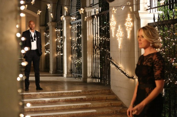 "PLAYING HOUSE -- ""An Officer and a Gentleman"" Episode 207 -- Pictured: (l-r) Keegan-Michael Key as Mark Rodriguez, Jessica St. Clair as Emma Crawford -- (Photo by: Michael Yarish/USA Network)"