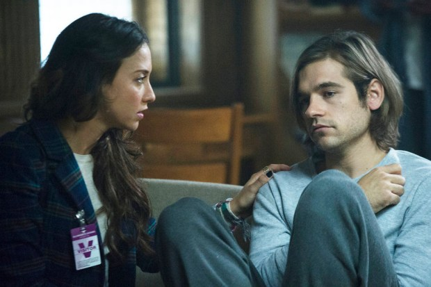 """THE MAGICIANS -- """"The World in the Walls"""" Episode 104 -- Pictured: (l-r) Stella Maeve as Julia, Jason Ralph as Quentin -- (Photo by: Carole Segal/Syfy)"""