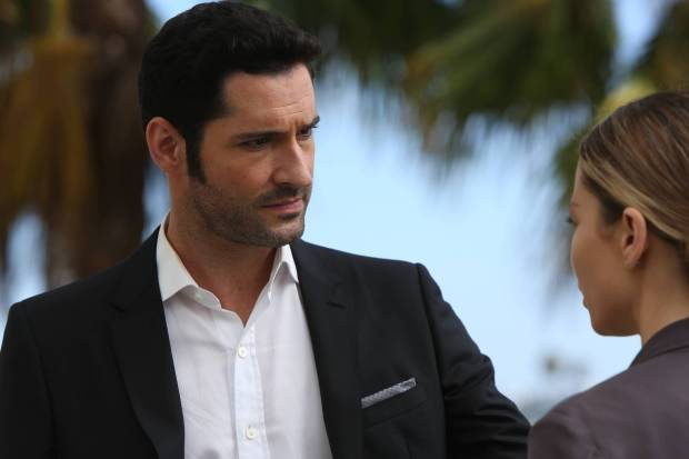 LUCIFER: L-R: Tom Ellis and Lauren German in the ÒWeaponizerÓ episode of LUCIFER airing Monday, Oct. 24 (9:01-10:00 PM ET/PT) on FOX.  ©2016 Fox Broadcasting Co. Cr: Michael Courtney/FOX.