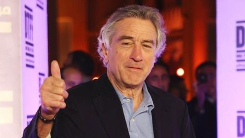 Robert-De-Niro--thumbs-up-jpg