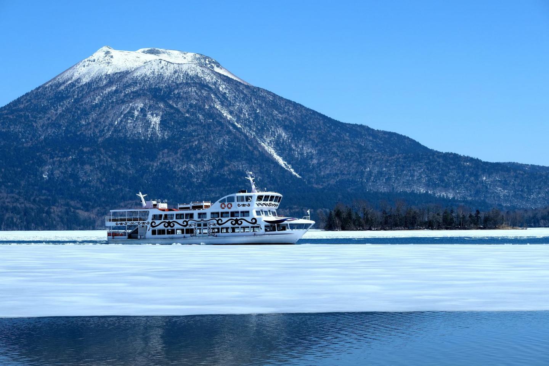 9.參加「阿寒湖碎冰帶觀光遊覽」感受破冰船破冰前行的震撼力