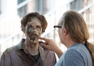 the-walking-dead-episode-608-bts-greg-nicotero-walker-935