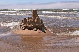 Sand_castle,_Cannon_Beach
