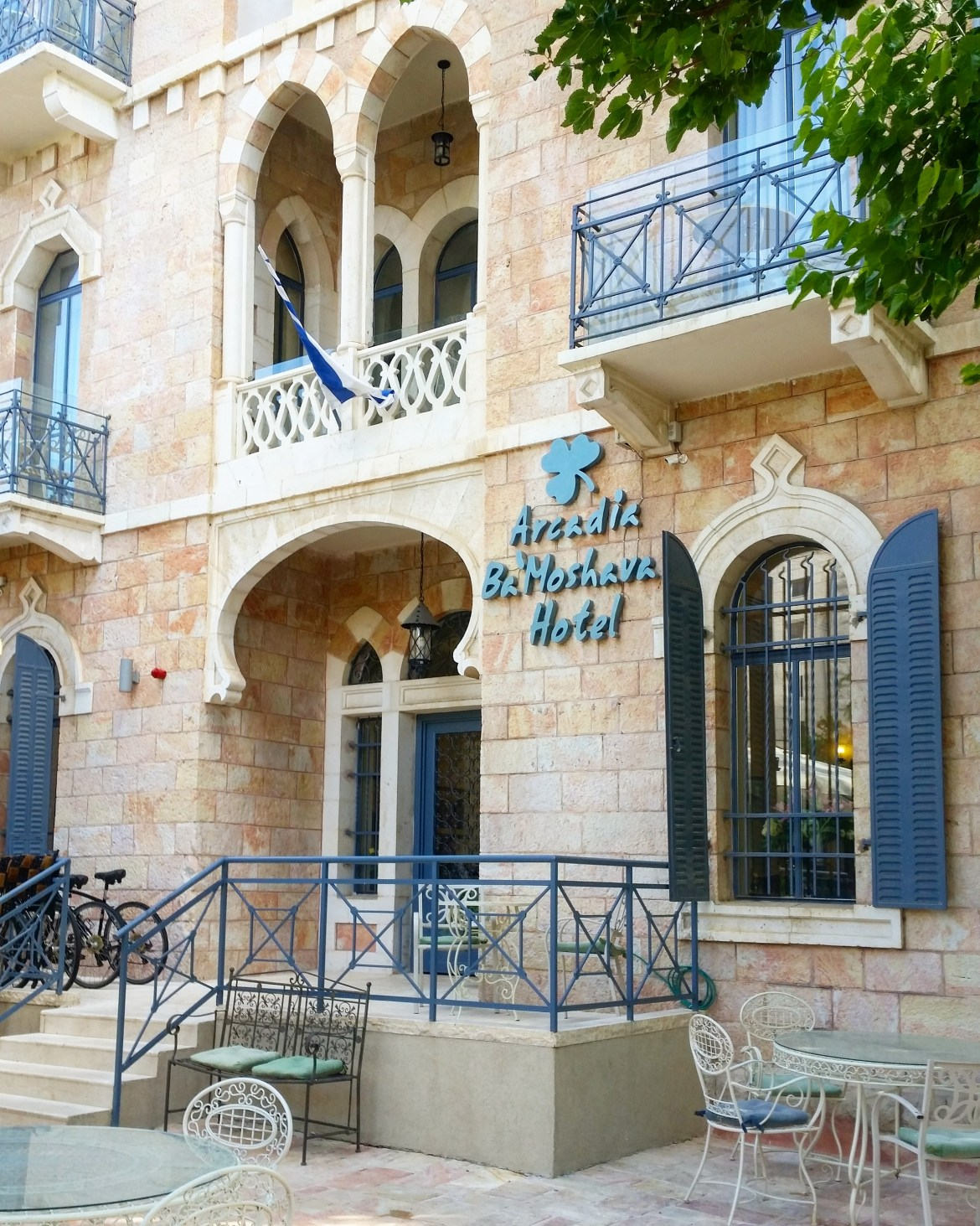 Arcadia Ba'Moshava is a lovely boutique hotel located in the heart of Jerusalem that offers rooms with balconies and complimentary breakfast & WiFi.