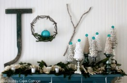 Christmas-Mantle-by-The-Shabby-Creek-Cottage