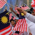 Malaysians with Jalur Gemilang