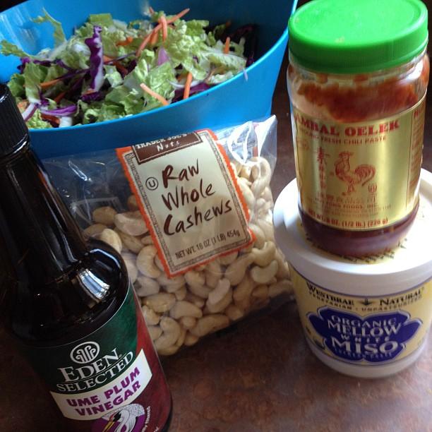 spicy vegan slaw fixins