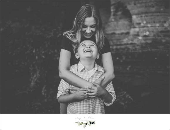 black and white, hugs, family sessions
