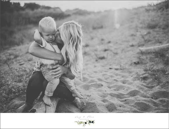 blond beach babes, sandy family sessions