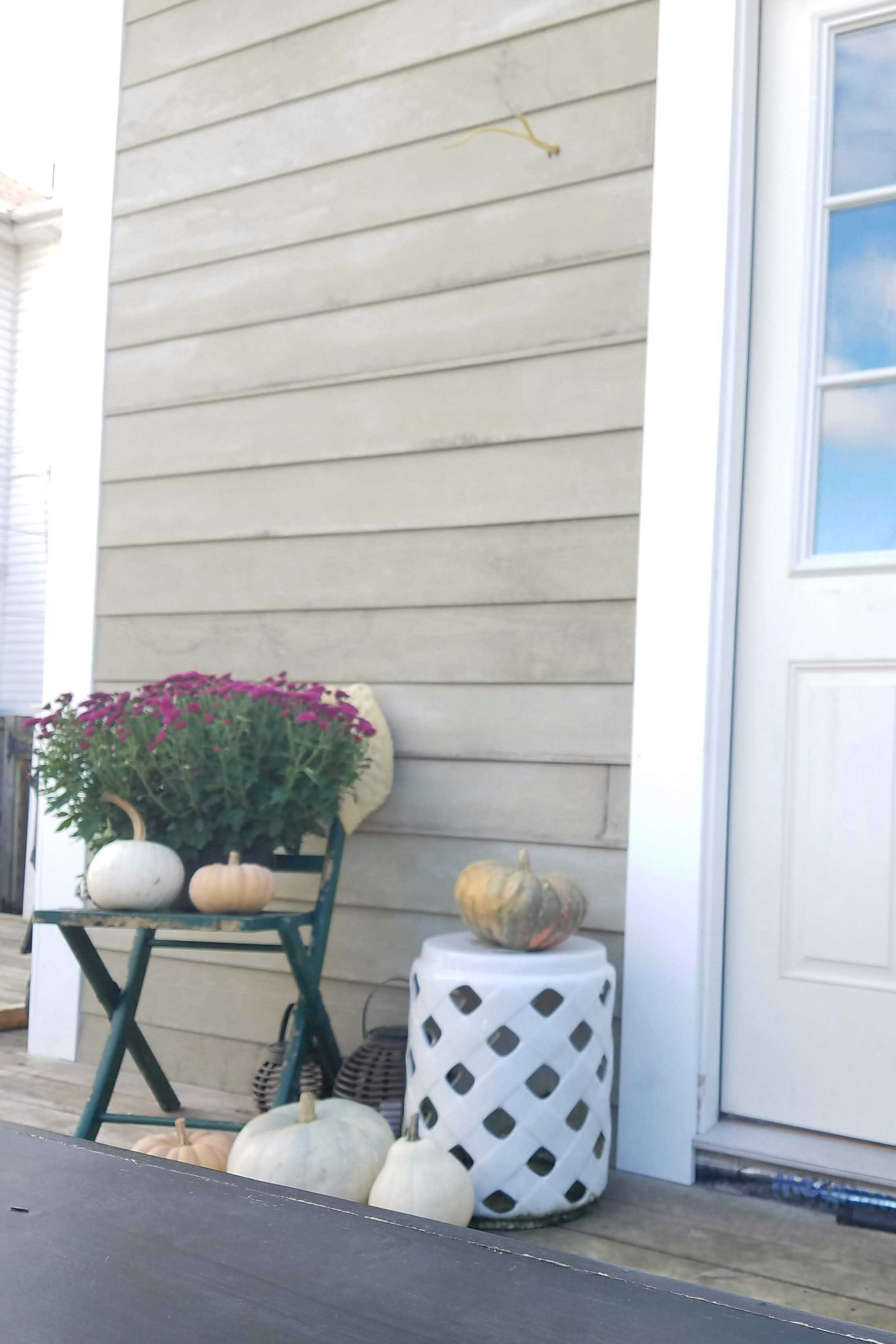 fall-decor-on-the-deck-2