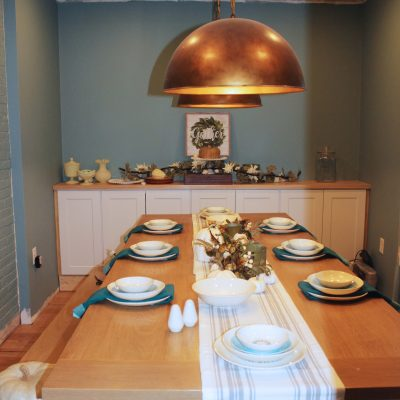 Simple and Clean Thanksgiving Tablescape in Teal and Ivory