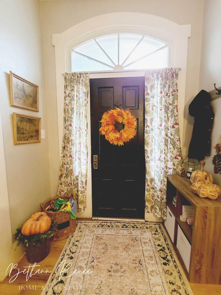 warm and welcoming fall foyer - fall decor in the entryway